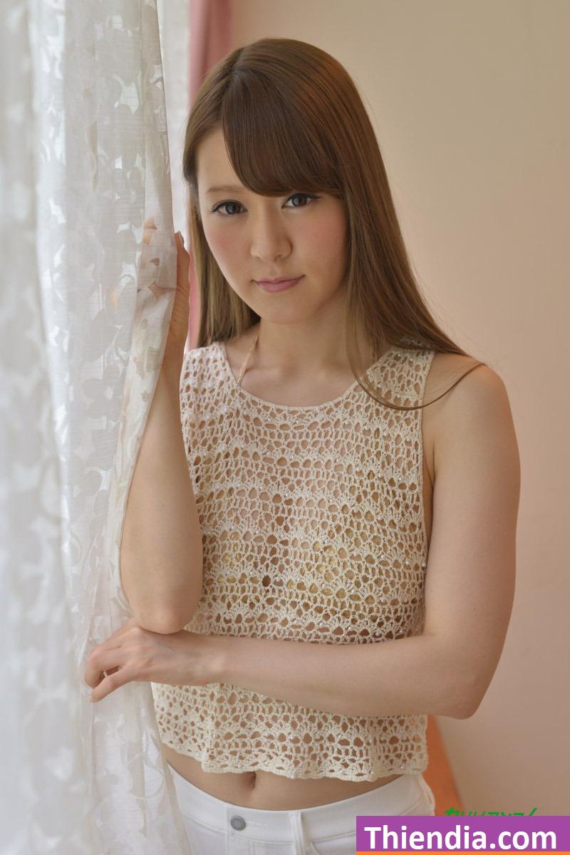 Em Nhật mặc quần jean quá độc