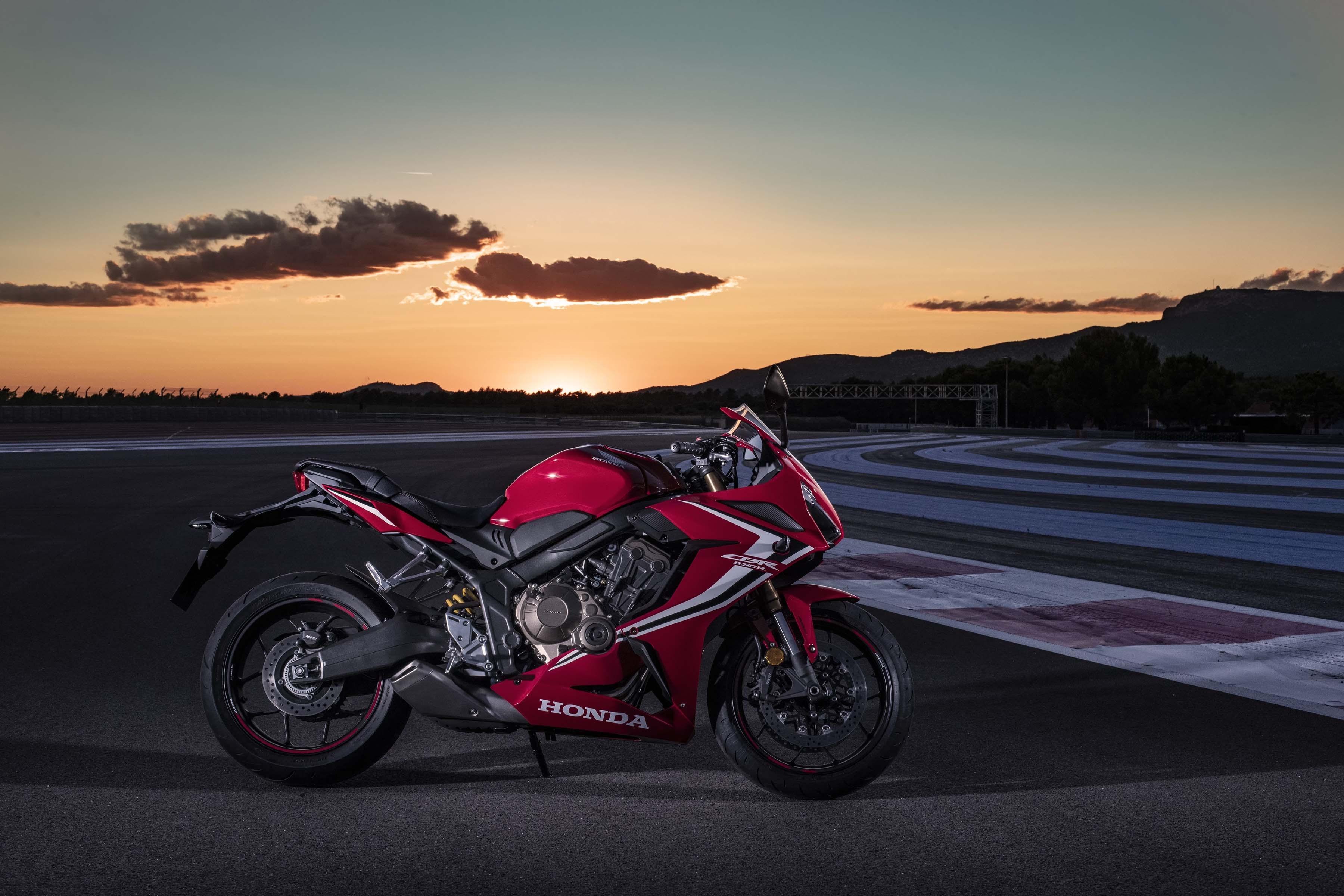 2019-Honda-CBR650-R-50