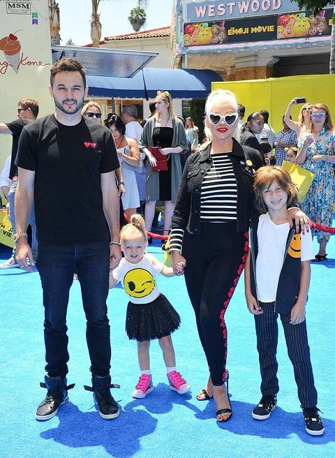 Christina Aguilera and  Matthew Rutler with children