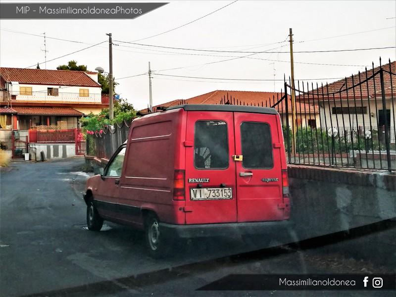 Veicoli commerciali e mezzi pesanti d'epoca o rari circolanti - Pagina 6 Renault-Express-D55-1-6-54cv-88-VI733153-229-430-7-5-2018