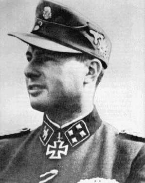 Degrelle con uniforme de las SS y rango de Sturmbannführer