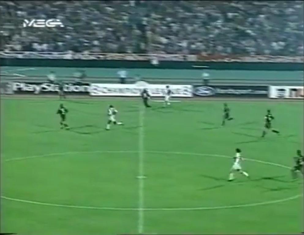 Champions League 1999/2000 - Primera Fase - Grupo E - J1 - Olympiacos Vs. Real Madrid (360p) (Griego) Captura_2