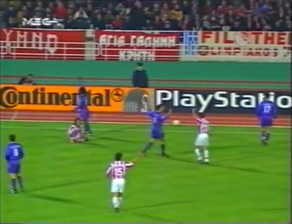 Champions League 1997/1998 - Grupo D - J4 - Olympiacos Vs. Real Madrid (360p) (Griego) Captura_3