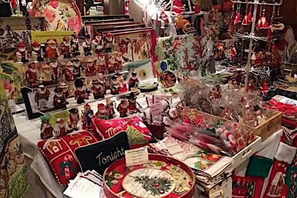 Χριστουγεννιάτικο bazaar υποστήριξης AMEA στο Μεσολόγγι