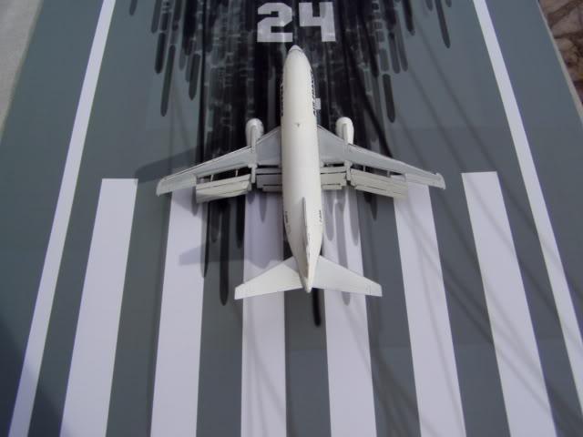 B_737_300_Back.jpg