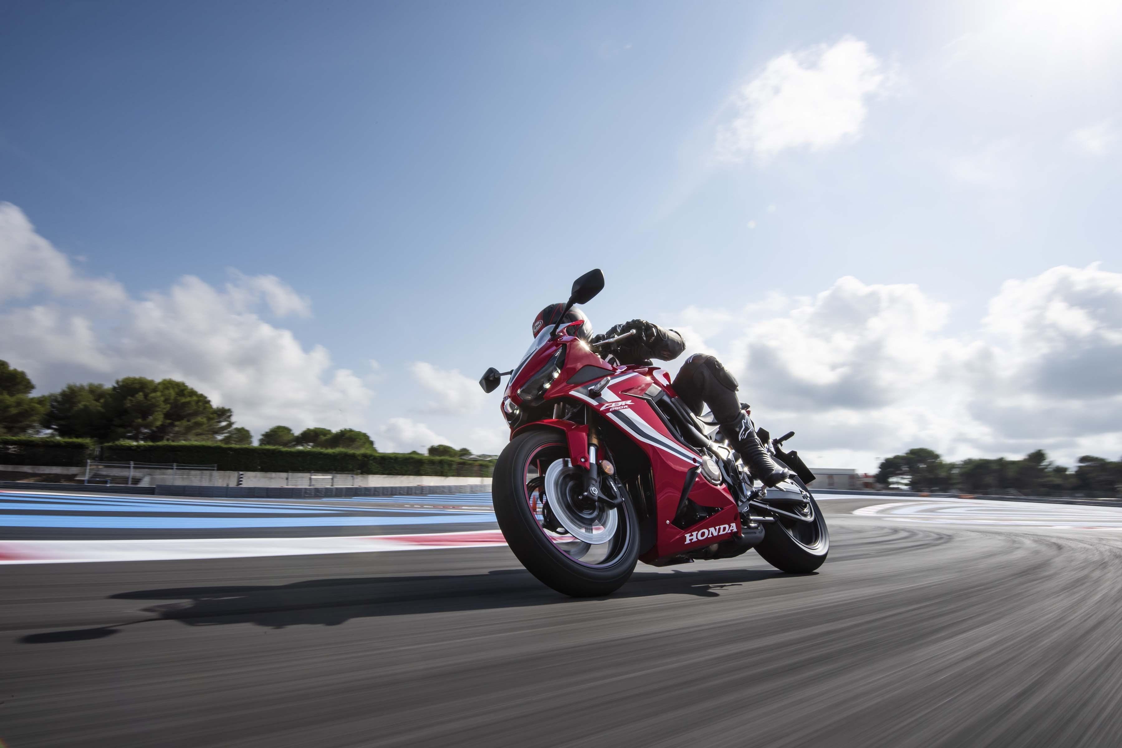 2019-Honda-CBR650-R-40
