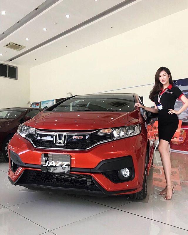 越南胡志明市的Honda汽車業代Aysa_Mint_白色制服感覺超緊繃的耶