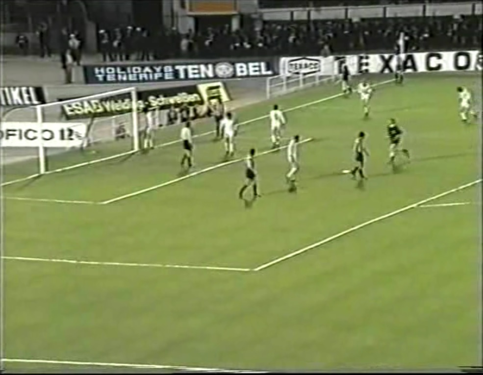 Copa de Europa 1973/1974 - Final - Desempate - Bayern Múnich Vs. Atlético de Madrid (480p) (Alemán) Captura_2