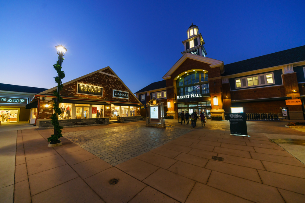 10_HARI_EAST_COAST_HOLIDAY_Woodburry_Premium_Outlets