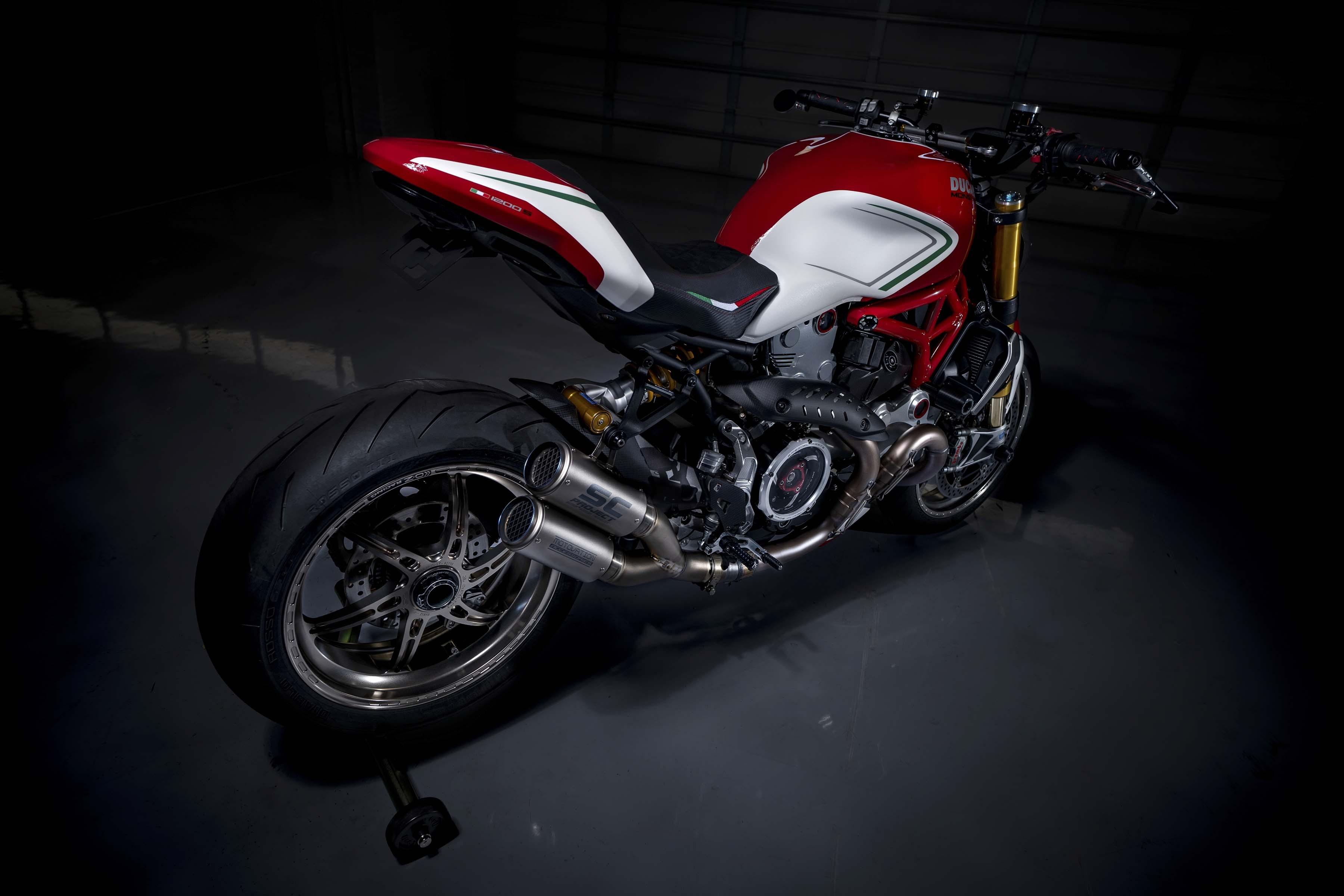 Ducati-Monster-1200-Tricolore-Motovation-12