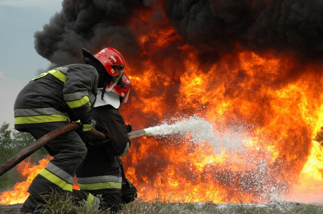 Πυροσβέστες, αυτοί οι ήρωες... Από τη Μαρία Σκαμπαρδώνη | #Egrapsa