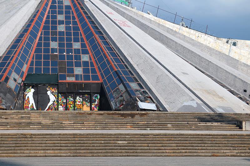Piramide_Tirana.jpg