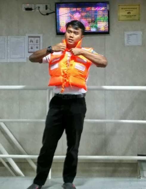 Demonstrate the use of life jacket - KM Sabuk Nusantara 66