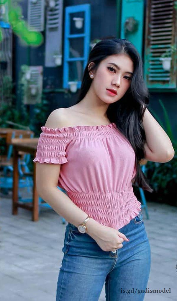 https://image.ibb.co/nz0nvK/foto_gadis_model_cantik_dengan_celana_span_seksi_panjang.jpg